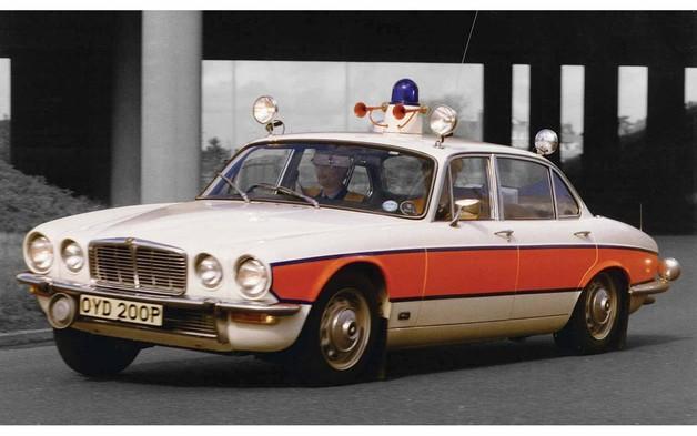 Corgi: 1/43 Jaguar XJ6 Police Avon - Diecast Model
