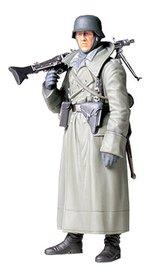 Tamiya: 1/16 WWII German Machine Gunner (Greatcoat) - Scale