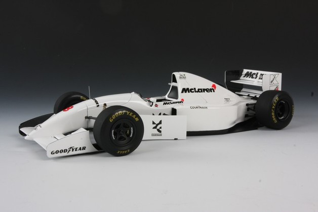 Tamiya: 1/20 McLaren Ford MP4/8 Model Kit