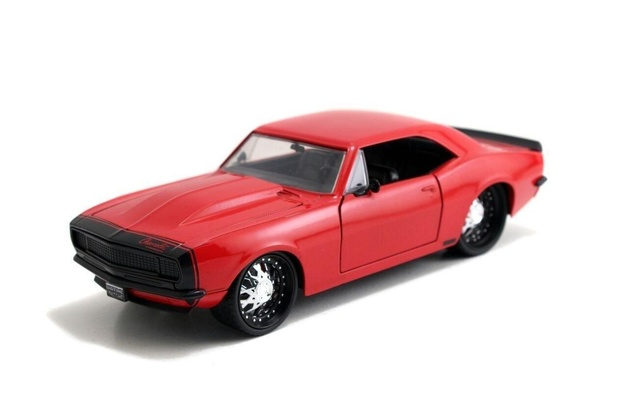 Jada: 1/24 '67 Chev Camaro Diecast Model (Red)