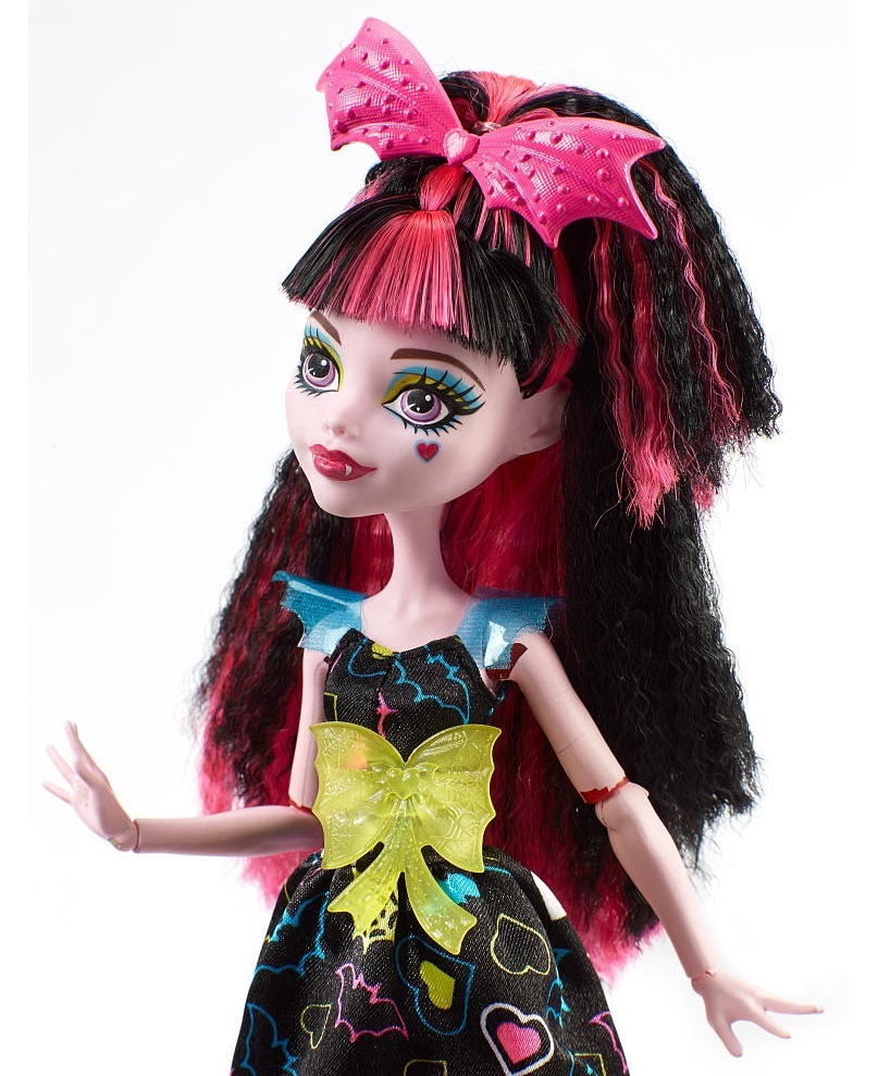 Epic Workout Monster Highlights: Monster High: Electrified Draculaura Doll