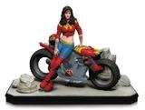 Gotham City Garage - Wonder Woman Statue