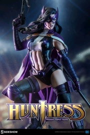 "DC Comics: Huntress - 23"" Premium Format Figure"