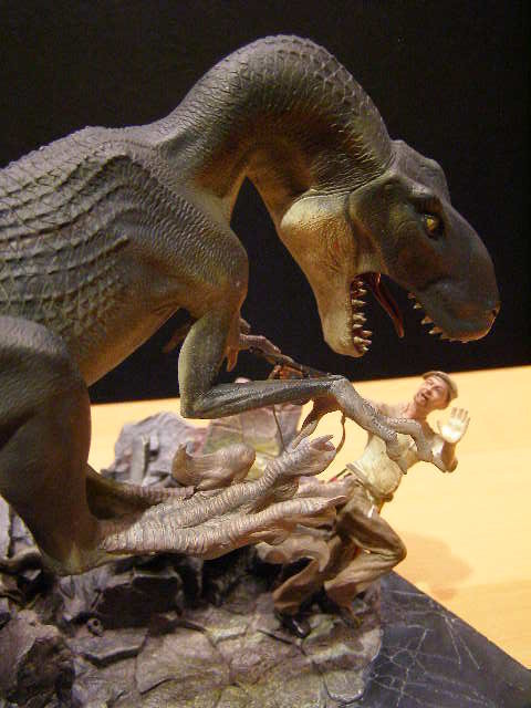King Kong Venatosaurus Attack Statue - by Weta