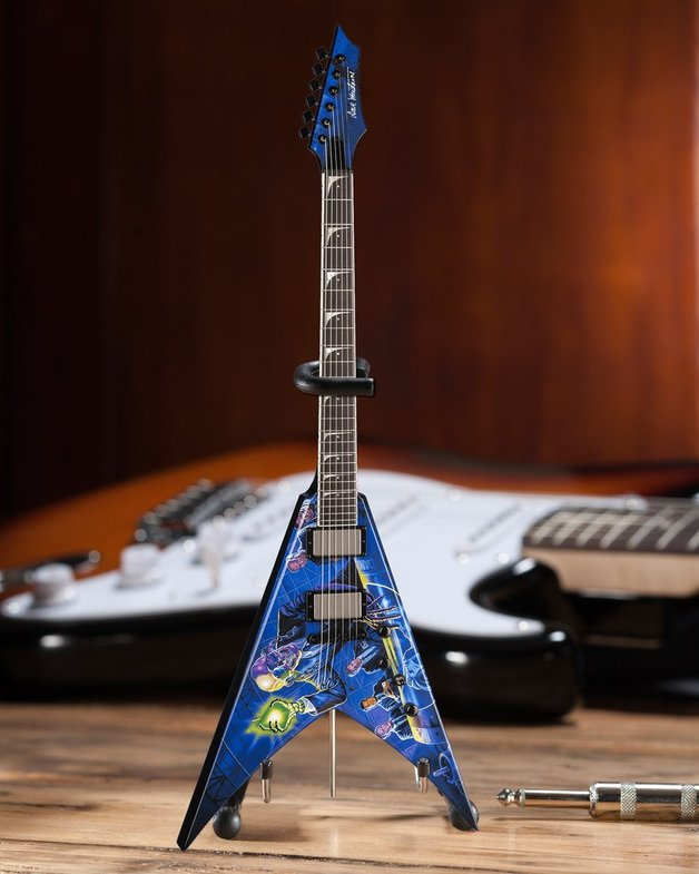 "Axe Heaven: Miniature Replica - MEGADETH ""Rust In Peace"" V (Dave Mustaine)"