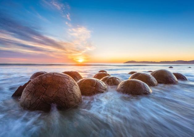 Holdson: Explore New Zealand: Series 2 - Moeraki Boulders - 100 Piece Puzzle