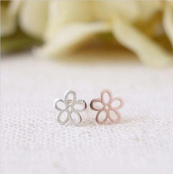 Katy B Jewellery: Flower Earrings - Silver