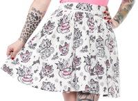 Sourpuss Creep Heart Swing Skirt (Medium)