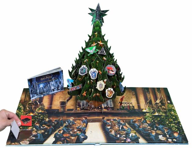 Harry Potter: A Hogwarts Christmas Pop-Up Advent Calendar by Insight Editions