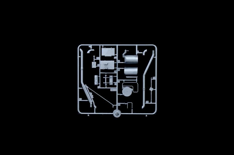 Italeri: 1/24 Volvo F-16 Globetrotter - Model Kit image