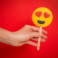 Treat Factory - Emoticon Heart Lolly (100g)