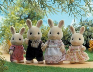 Sylvanian Families: Buttermilk Rabbit Family