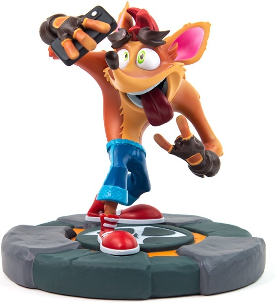 "Crash Bandicoot: Crash Selfie - 7"" Statue"