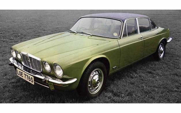 Corgi 1/43 Jaguar XJ12: Green Diecast Model