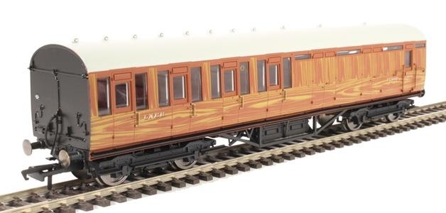 Hornby: LNER Thompson Non-corridor 3rd Class Brake Coach, Teak