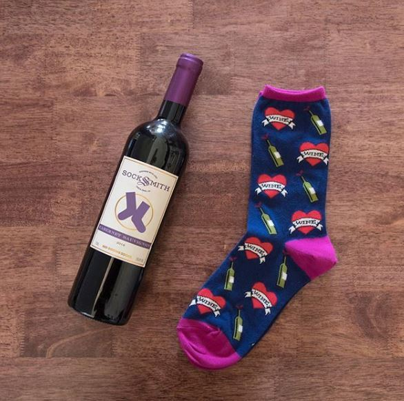 Socksmith: Womens My Wine True Love Crew Socks - Navy image