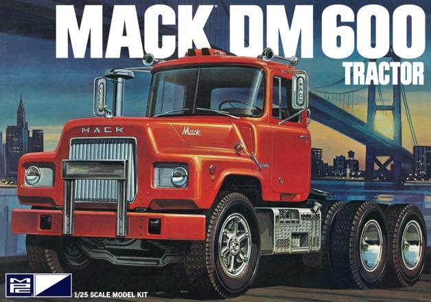 MPC: 1/25 Mack DM600 Tractor - Model Kit