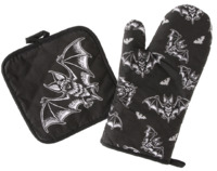 Sourpuss: Batt Attack Oven Mitt Set