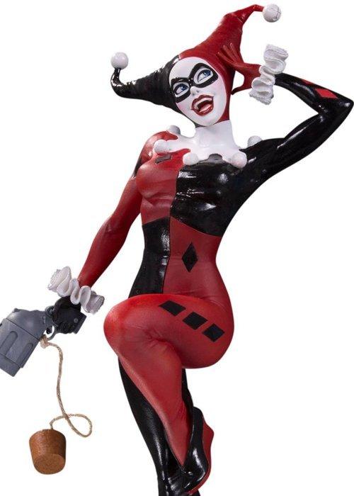 DC Cover Girls - Harley Quinn Statue by Joelle Jones