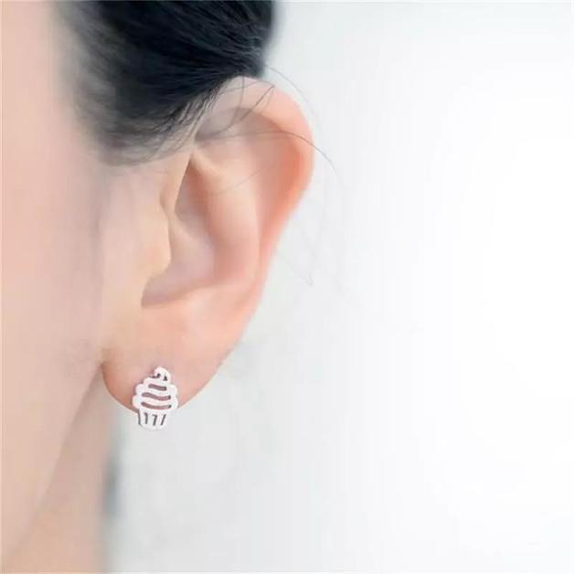 Katy B Jewellery: Cupcake Earrings - Silver