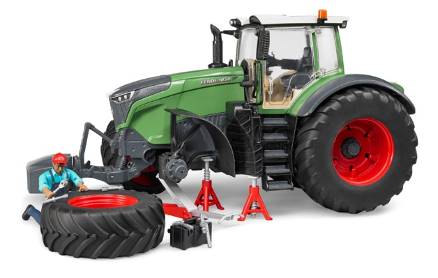 Bruder: Fendt 1050 Vario Tractor with Accessories