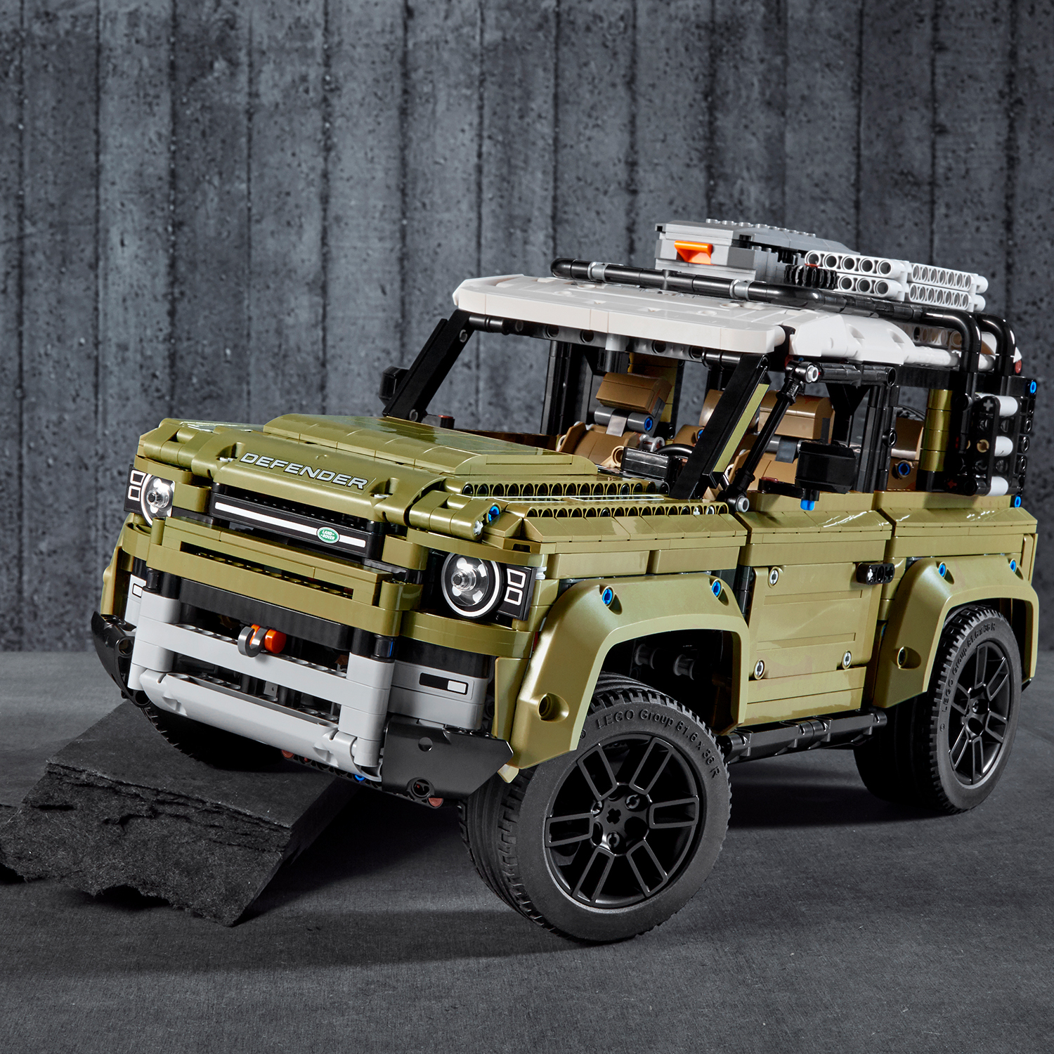 LEGO Technic - Land Rover Defender (42110) image