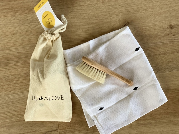Lullalove: Hairbrush Set with Goat's Bristle and Washcloth - Diamond Pattern