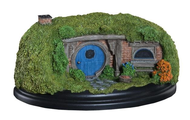 The Hobbit: 26 Gandalf's Cutting - Hobbit Hole Statue