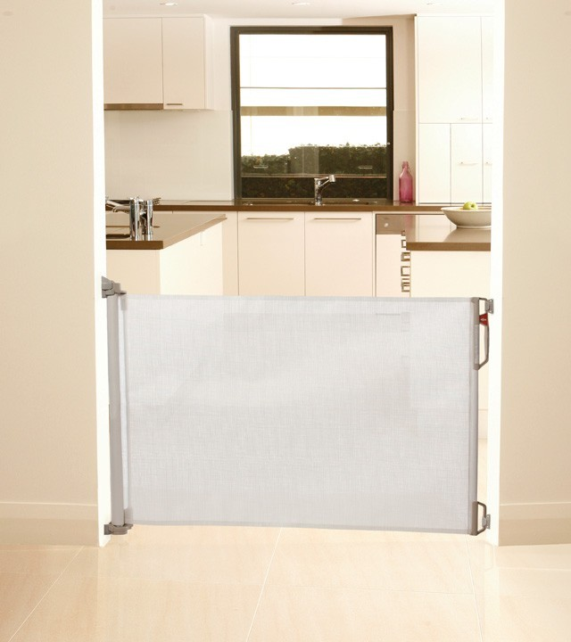 Dream Baby Retractable Gate image