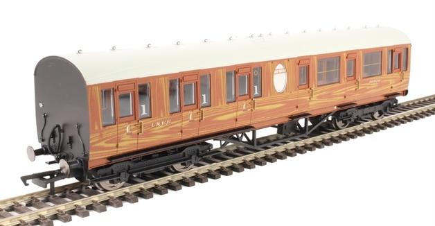 Hornby: LNER Thompson Non-corridor (Lavatory) Composite Coach, Teak