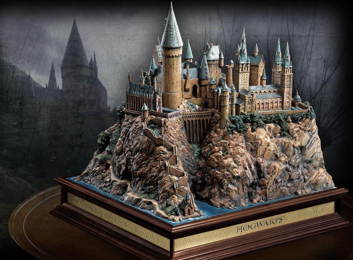 "Harry Potter: 13"" Premium Diorama - Hogwarts School image"