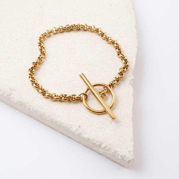 Wanderlust + Co: Cara Gold Toggle Bracelet