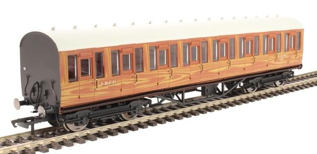Hornby: LNER Thompson Non-corridor 3rd Class Coach Teak
