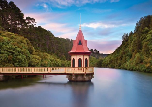 Holdson: Explore New Zealand: Series 2 - The Valve Tower Zealandia - 100 Piece Puzzle