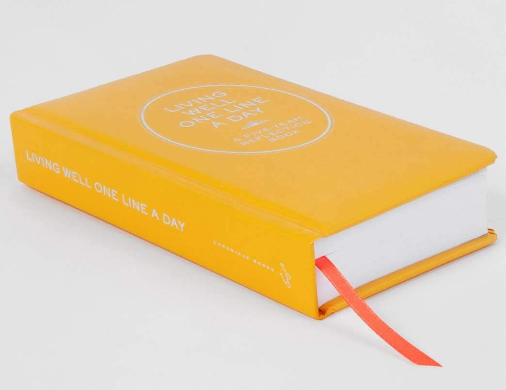 Living Well One Line A Day: 5 Year Journal by Chronicle Books image