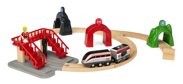 Brio: Smart Engine & Action Tunnels - Railway Set