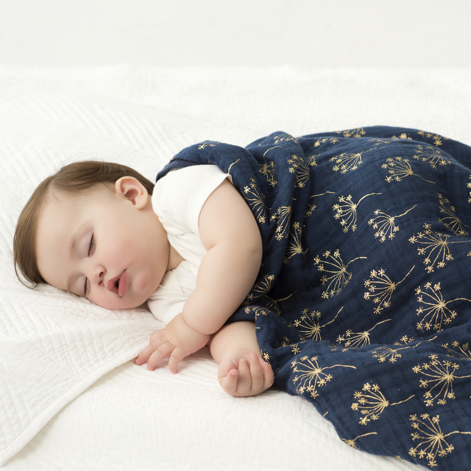 Aden + Anais: Metallic Dream Blanket - Gold Deco Dandelion image