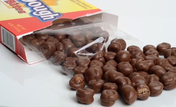 Cookie Dough Bites Theater Box Chocolate Chip (88g) image
