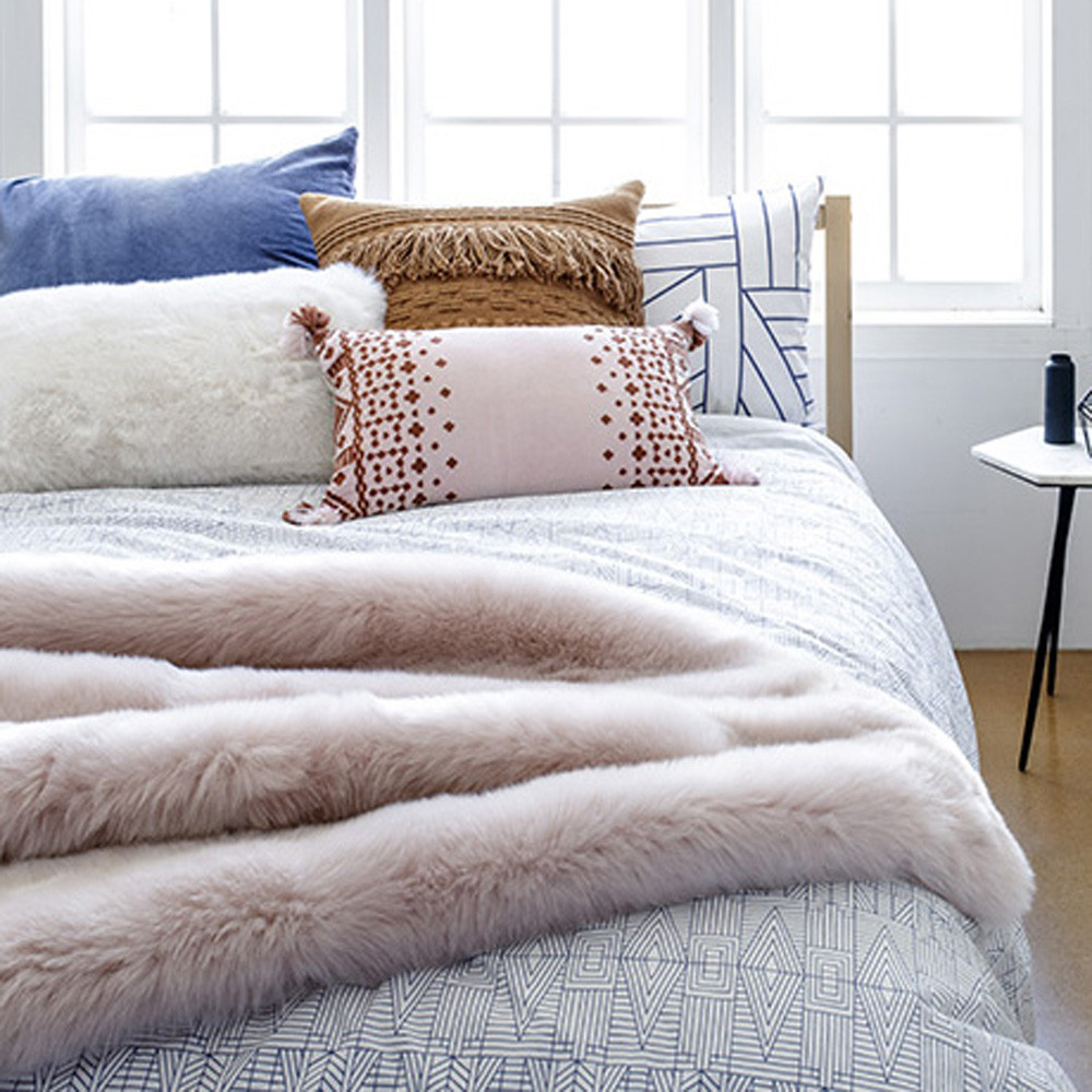 Bambury Faux Fur Throw (Rosewater) image