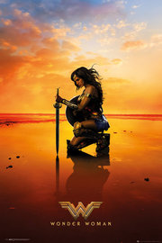 Wonder Woman Kneeling on Beach Maxi Poster (660)