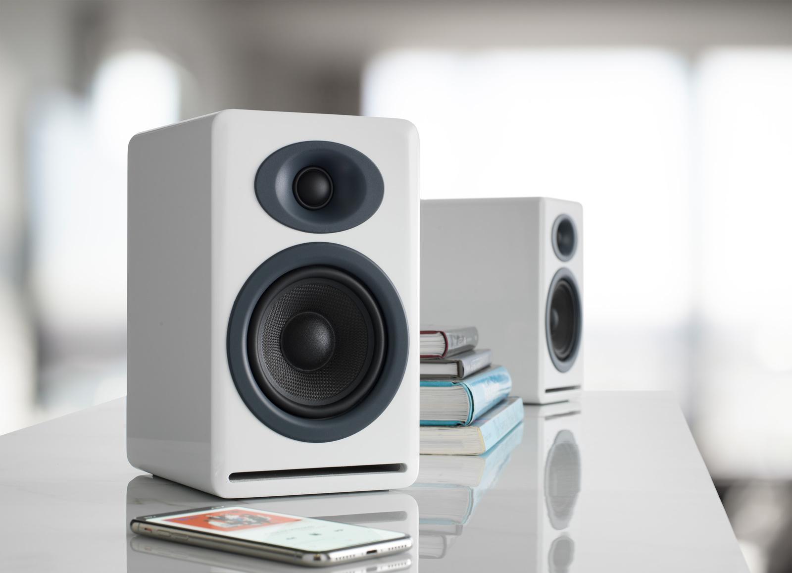 Audioengine P4 Passive Bookshelf Speakers (Pair) High-Gloss White image