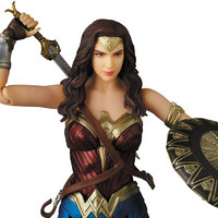 Justice League: MAFEX Wonder Woman - Articulated Figure