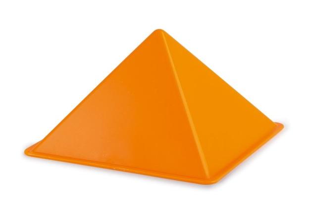 Hape: Pyramid Sand Shaper