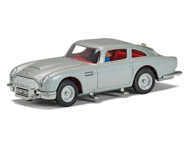 1/43 James Bond Aston Martin DB5 (Silver)