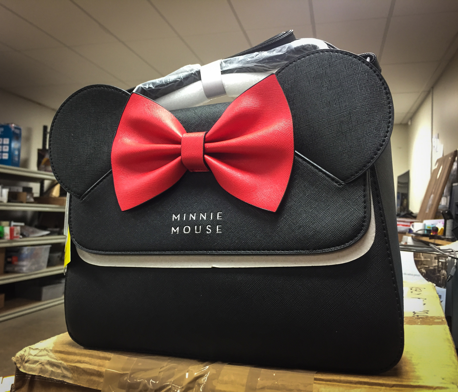 b8e10ca4aa5e ... Loungefly: Disney Minnie Mouse - Black Bow Crossbody Bag image