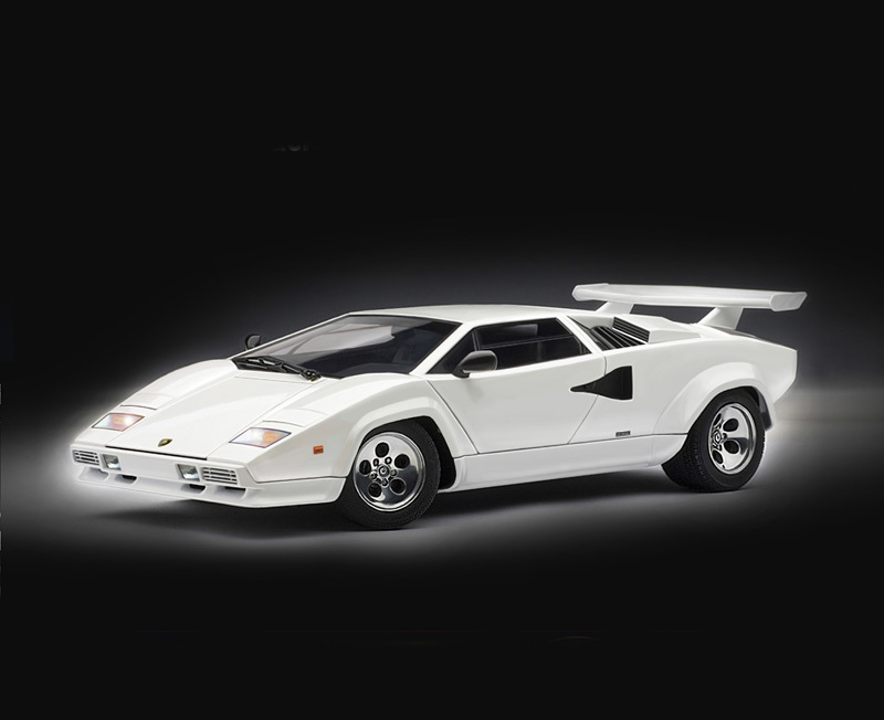 Italeri 1:24 Lamborghini Countach 5000 Model Kit image