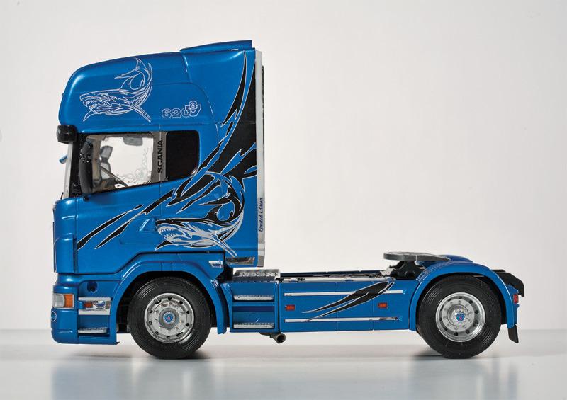 """Italeri Scania R620 """"Blue Shark"""" Truck - 1:24 Model Kit image"""