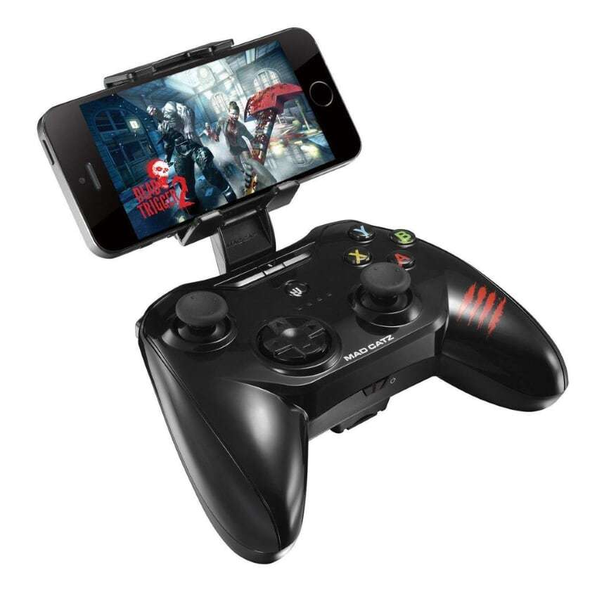 Mad Catz C.T.R.L.R (MFi) Gamepad for IOS - (Glossy Black) for  image