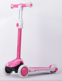 RoyalBaby: D3 Suspension Scooter - Pink