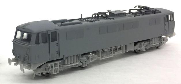 Hornby: BR Rail Blue 'Robert Burns' Class 87 87035